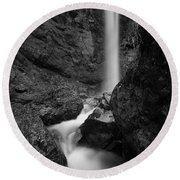 Leuenfall In Black And White Round Beach Towel