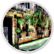 Life In Venice Round Beach Towel