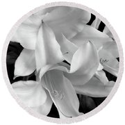 Lily Flowers Black And White Round Beach Towel