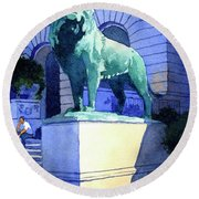 Lion At The Art Institue Of Chicago Round Beach Towel
