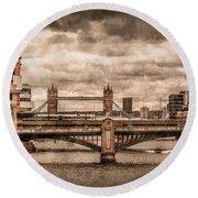London, England - London Bridges Round Beach Towel