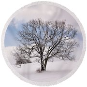 Lone Tree In Snow Round Beach Towel
