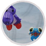 Looking At You Kite Round Beach Towel