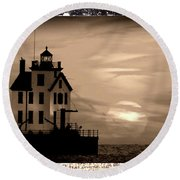 Lorain Lighthouse - Lake Erie - Lorain Ohio Round Beach Towel