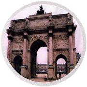 Louvre Museum Entrance Courtyard Arc De Triomphe Arch Landmark - Paris Louvre Museum Architecture Round Beach Towel
