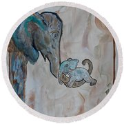 Love In Momma's Arms Round Beach Towel