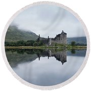 Low Mist At Kilchurn Round Beach Towel