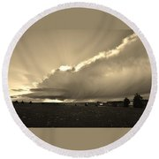 Low-topped Supercell Black And White  Round Beach Towel
