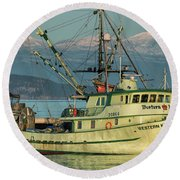 Round Beach Towel featuring the photograph Making The Turn by Randy Hall