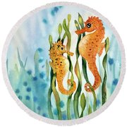 Mamma And Baby Seahorses Round Beach Towel