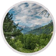 Manali In Summer Round Beach Towel
