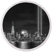 Manhattan Tribute In Light Bw Round Beach Towel