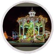Medina, Ohio Christmas On The Square. Round Beach Towel