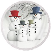 Meeting The Snowmen Family Round Beach Towel
