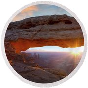 Mesa Arch, Canyonlands, Utah Round Beach Towel