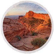 Mesa Arch Overlook At Dawn Round Beach Towel