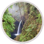 Metlako Falls In Columbia River Gorge Round Beach Towel