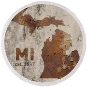 Michigan State Map Industrial Rusted Metal On Cement Wall With Founding Date Series 005 Round Beach Towel