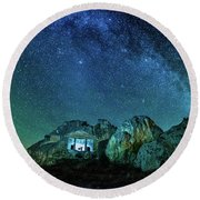 Round Beach Towel featuring the photograph Milky Way by Okan YILMAZ