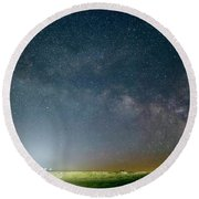 Milky Way Over Christ Pilot Me Hill Round Beach Towel