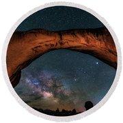 Milky Way Under The Arch Round Beach Towel