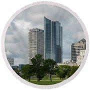 Milwaukee Skyline From Veterans Park 3 Round Beach Towel