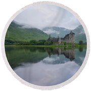 Mist Swarms Around Kilchurn Castle Round Beach Towel
