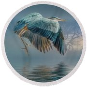 Misty Dawn Heron Round Beach Towel