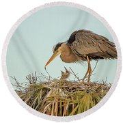 Mom And Chick Round Beach Towel