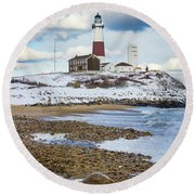 Montauk Lighthouse Winter Beach Round Beach Towel