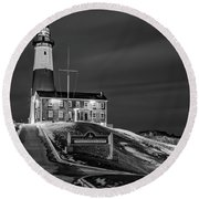 Round Beach Towel featuring the photograph Montauk Point Lighthouse Bw by Susan Candelario