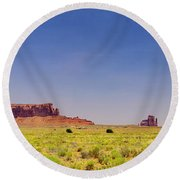 Monument Valley South View Round Beach Towel