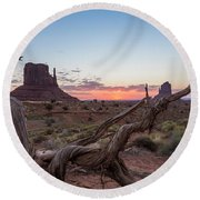 Monument Valley Sunrise With Wood  Round Beach Towel