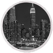 Moonrise Along The Empire State Building Bw  Round Beach Towel