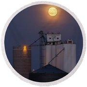 Moonrise At Laird -02 Round Beach Towel