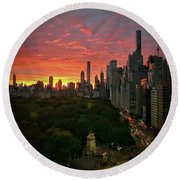Morning In The City Round Beach Towel