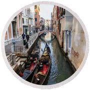 Morning In Venice In Winter Round Beach Towel