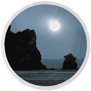 Morro Bay Sea Rocks And Sun Round Beach Towel