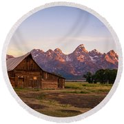 Moulton Barn Sunrise Round Beach Towel