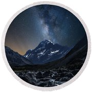 Mount Cook At Night Round Beach Towel