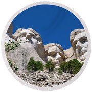 Mount Rushmore Close Up View Round Beach Towel