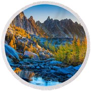 Mountainous Paradise Round Beach Towel