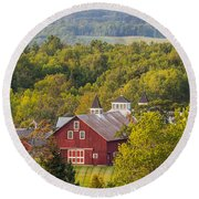 Mt View Farm In Summer Round Beach Towel