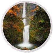 Multnomah Falls In Autumn Colors Round Beach Towel