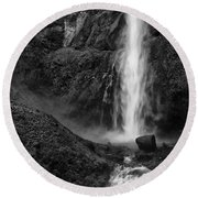 Multnomah Falls In Black And White Round Beach Towel