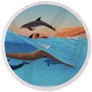 Nadando Contra Corriente Round Beach Towel