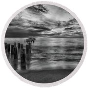 Naples Sunset In Black And White Round Beach Towel