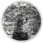 Nestle Rock B/w Round Beach Towel
