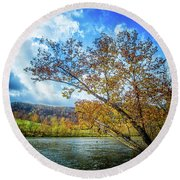 New River In Fall Round Beach Towel