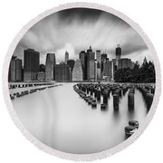 New York City In Black And White Round Beach Towel